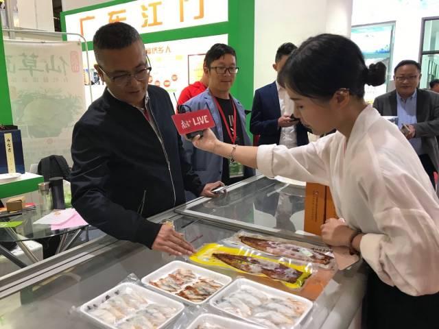 媒体采访台山鳗鱼企业。