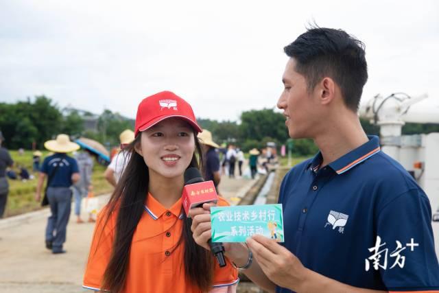 获得第二名的参赛选手沈笑芬接受南方农村报记者采访