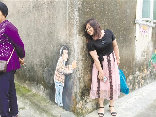 """各种有趣的墙壁涂鸦让高佃村这个古村庄焕发出新的魅力,成为当地新兴的""""网红打卡点""""。"""